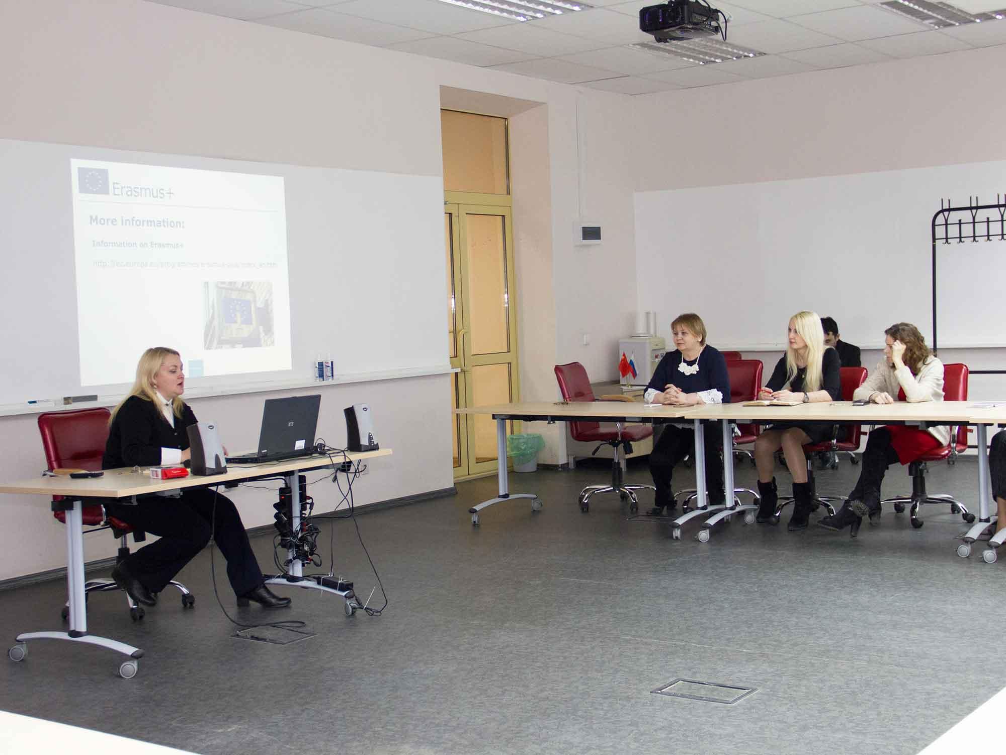 Сотрудники и студенты Мининского университета рассказали подробности о сотрудничестве с европейскими вузами