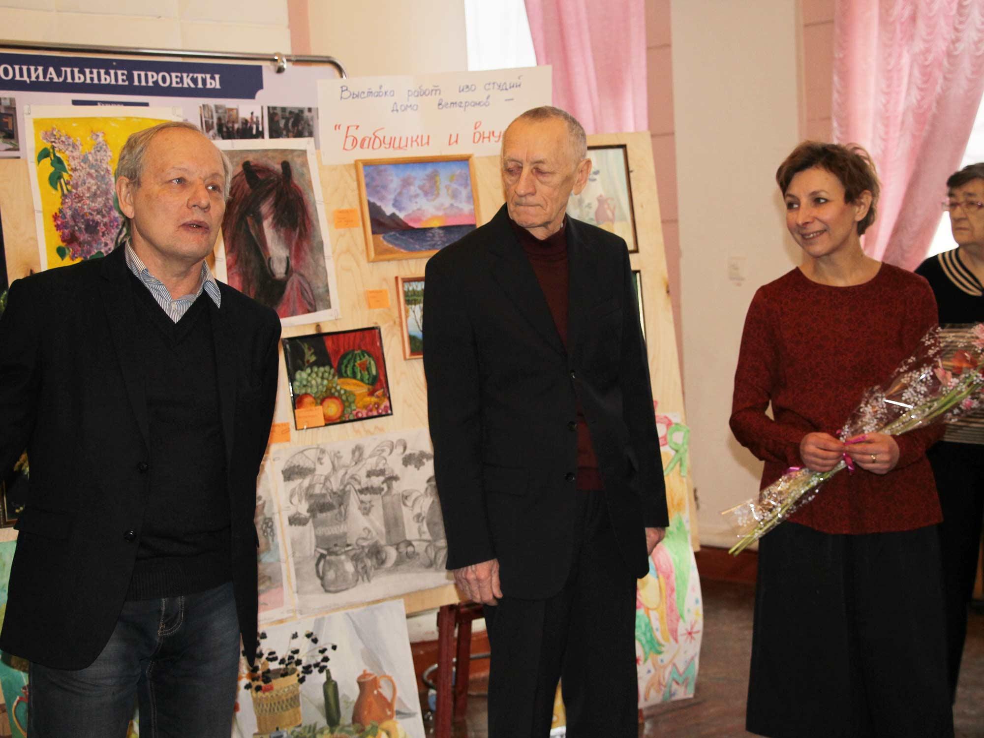 Преподаватель Мининского университета организовала выставку картин в автозаводском Доме ветеранов