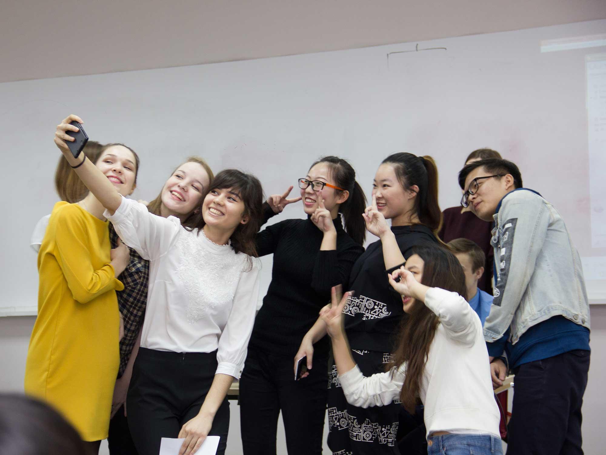 Уроки русского, экскурсии и танцы