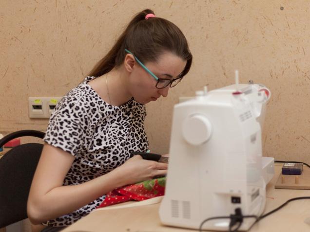 Курсы ДПО «Основы художественного конструирования и изготовления женской одежды» организованы на ФУиСТС