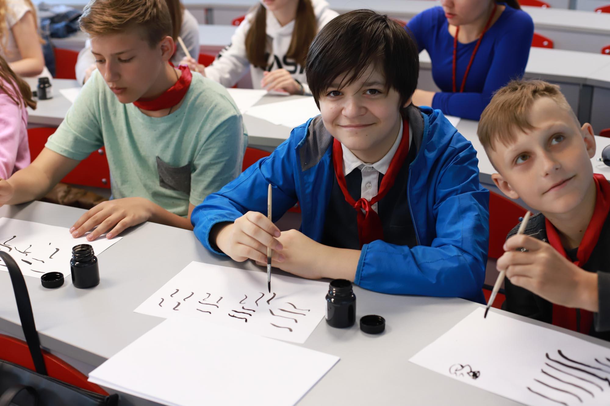 Мастер-класс по каллиграфии от китайских преподавателей прошел в Мининском университете