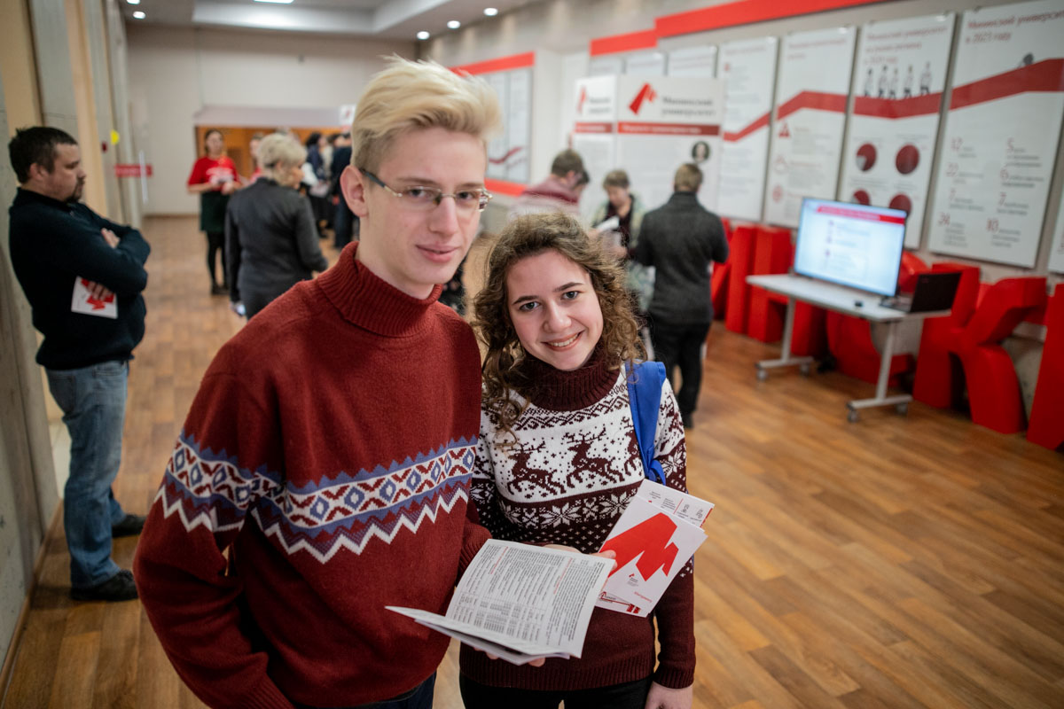 Онлайн-консультации по ЕГЭ, день открытых дверей, помощь в дистанционном обучении и другие события для школьников от Мининского университета