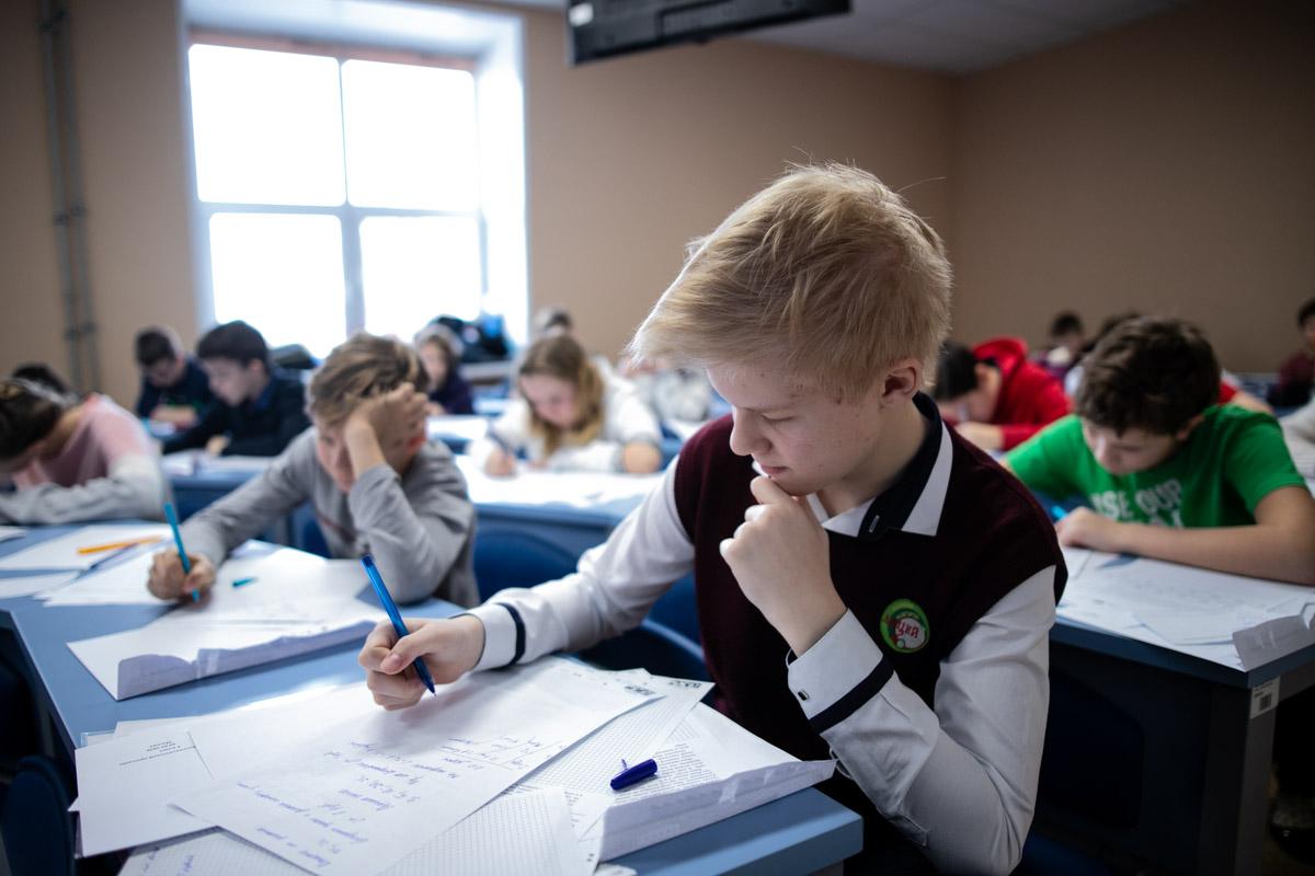 Более 100 школьников приняли участие в математическом празднике, организованном Мининским университетом