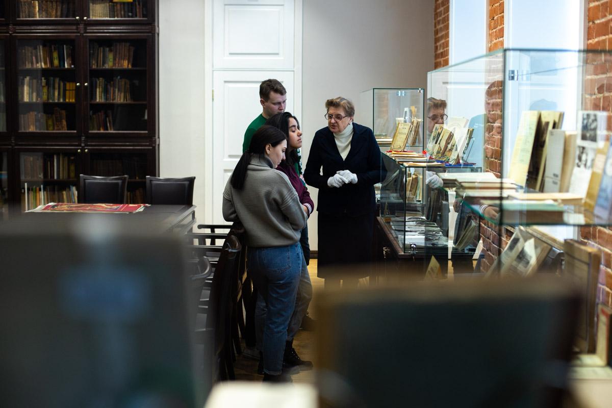 Библиотека Мининского университета представляет выставку