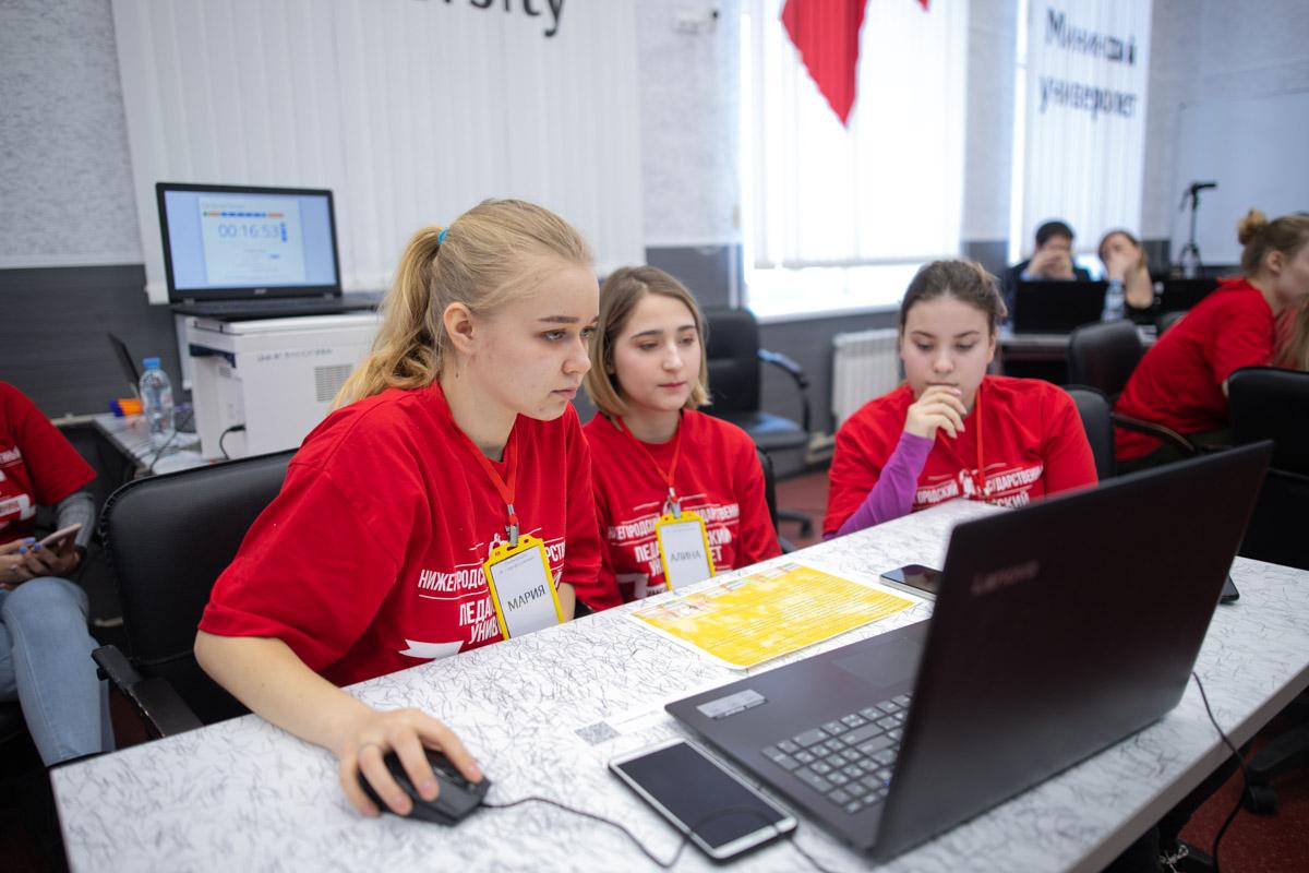 Мининский университет предлагает дистанционные экспресс-курсы по подготовке к ЕГЭ «Волонтёры школьникам» по русскому языку, литературе и обществознанию