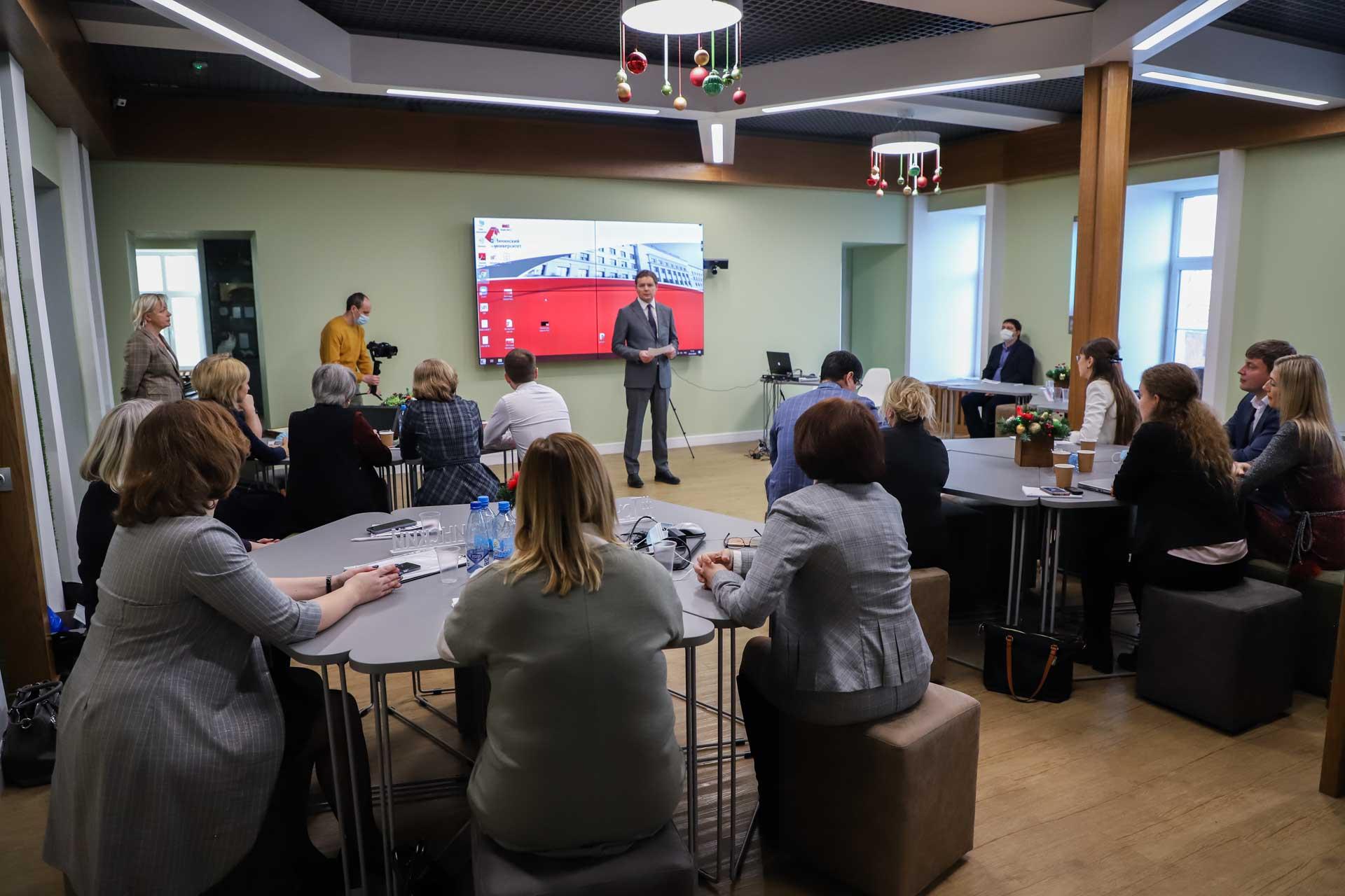 В Мининском университете руководители нижегородских школ защитили проекты по наставничеству и созданию фреймворкинг-центра