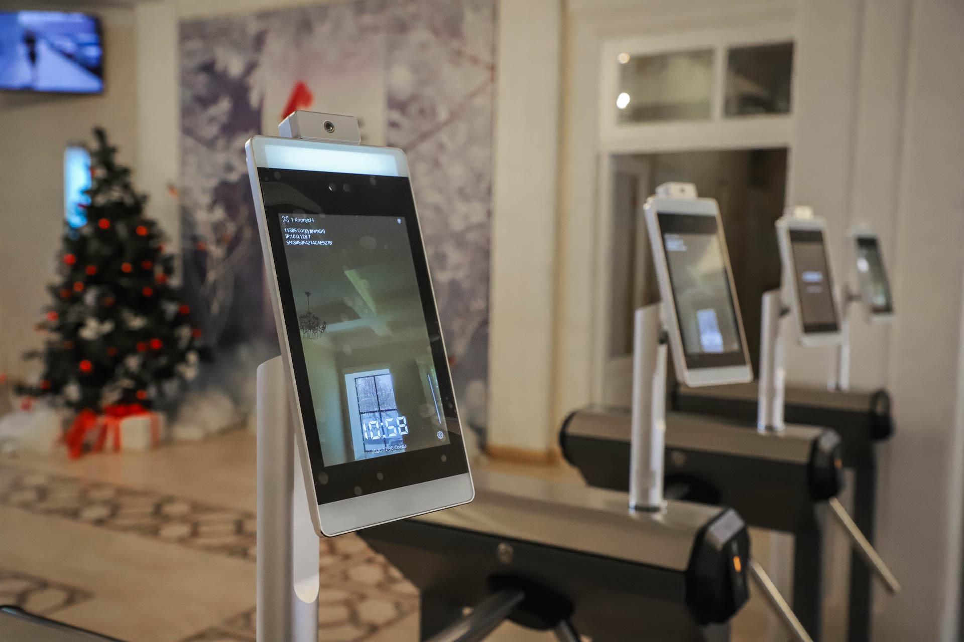 В Мининском университете начал работать комплекс распознавания лица с автоматическим измерением температуры