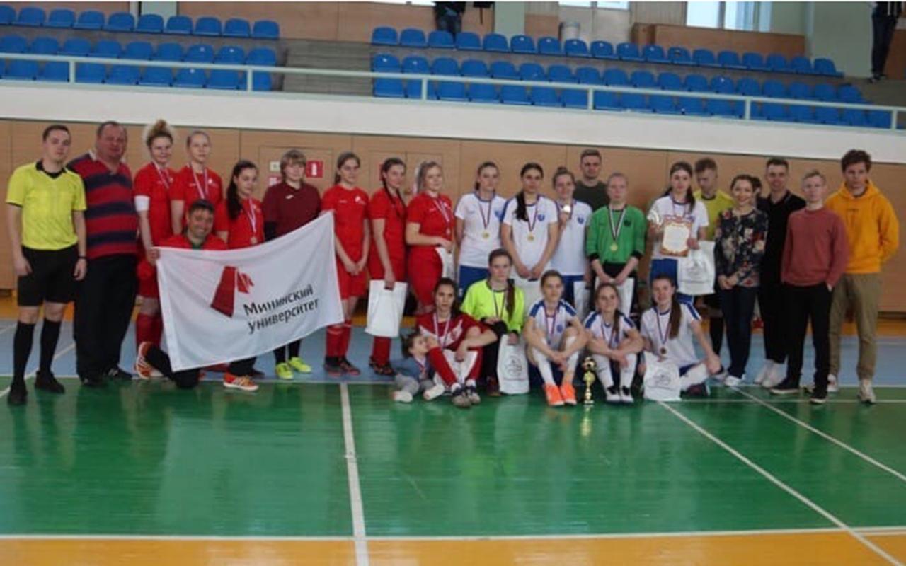 Серебряный успех команды женского мини-футбола Мининского университета