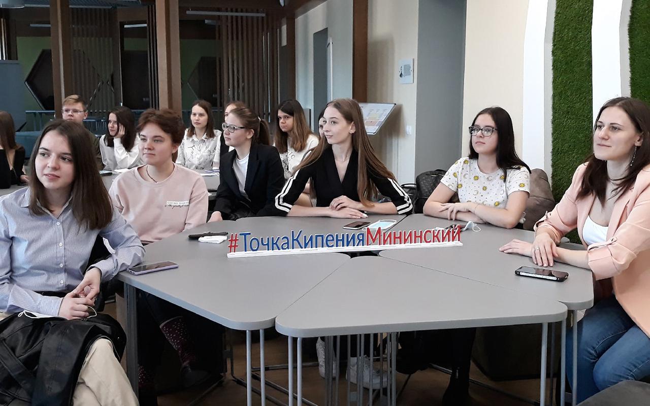Студенты Мининского университета, изучающие китайский язык, приняли участие в дискуссионном клубе