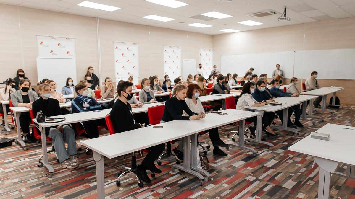 Инновационные тренды в преподавании биологии и химии обсудили студенты и преподаватели Мининского университета на конференции «Первые шаги в науке: естествознание»