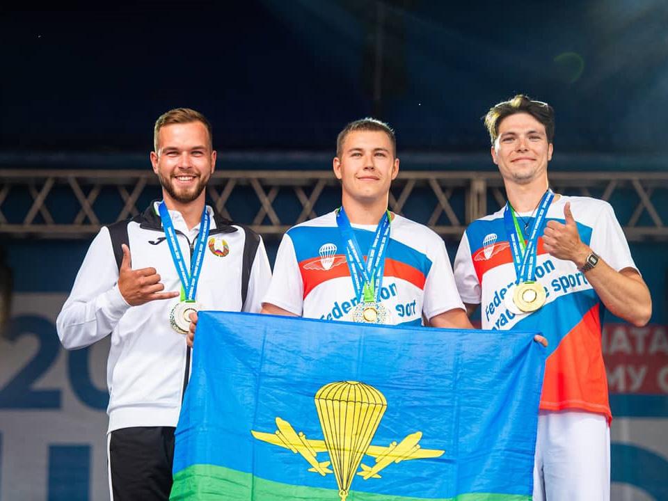 Студент факультета физической культуры и спорта стал абсолютным Чемпионом Мира по парашютному спорту среди юниоров