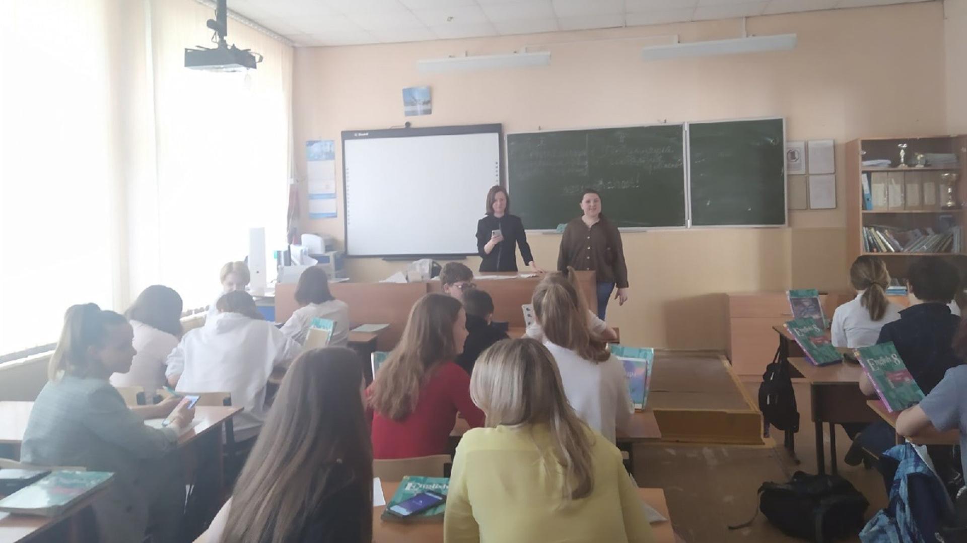 Студенты и преподаватели Мининского университета провели викторину по страноведению Франции для школьников