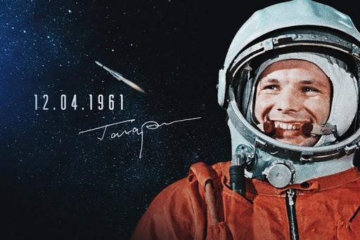 Библиотека Мининского университета предлагает вашему вниманию выставку «Путь к звёздам», посвящённую 60-летию первого полёта человека в космос