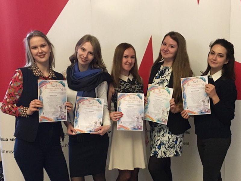 Студенты кафедры декоративно-прикладного искусства и дизайна ФДИиМТ награждены благодарственными письмами за волонтёрскую деятельность в школе-интернате для глухих детей