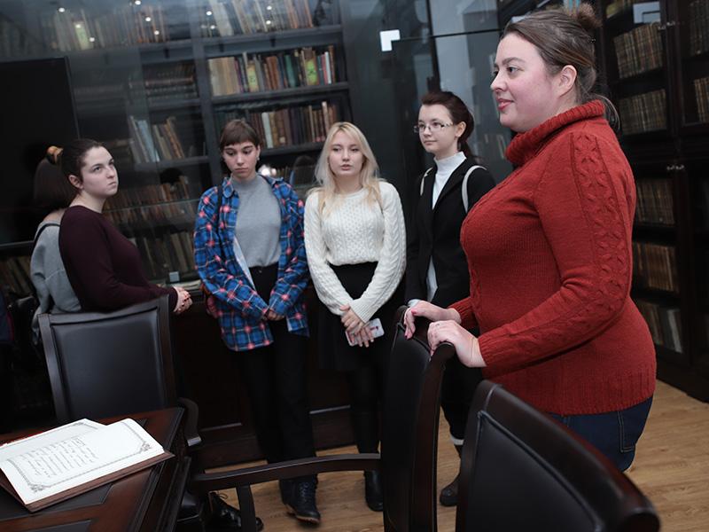 В зале редкой книги прошла экскурсия, посвященная 200-летию со дня рождения И.С. Тургенева