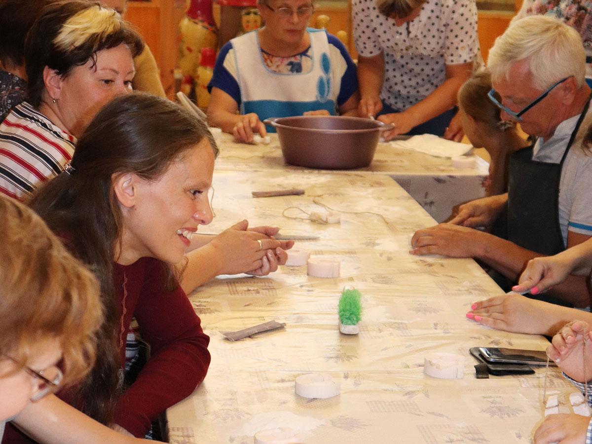 Студенты и преподаватели ФДИИМТ приняли участие в открытии выставки «Борнуковский резной камень»