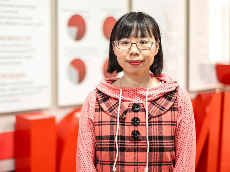 Преподаватель Цзоу Нин из Цзинаньской школы иностранных языков уже второй семестр обучает студентов Мининского китайскому языку