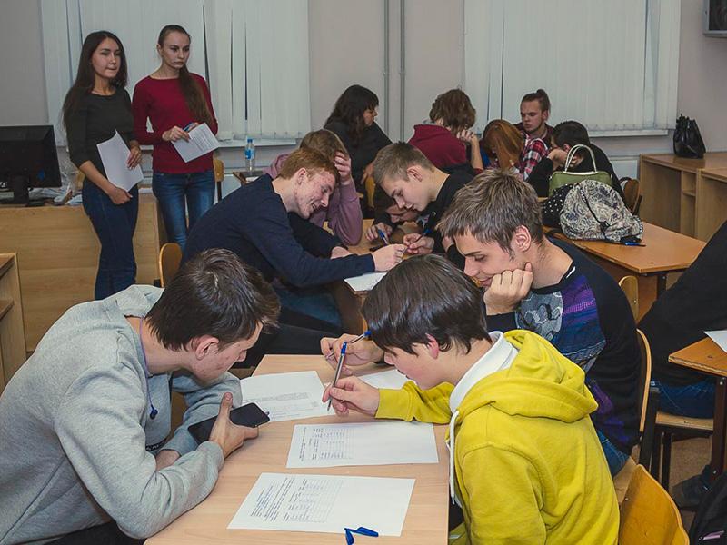На факультете управления и социально-технических сервисов в дни школьных каникул прошла  осенняя каникулярная школа