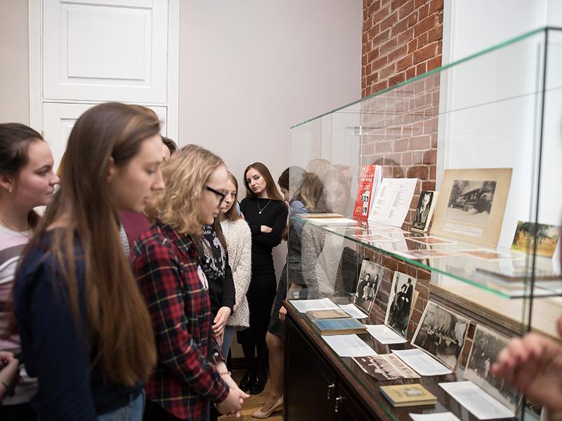 Более 100 студентов Мининского университета приняли участие в мероприятиях, посвящённых юбилею М. Горького