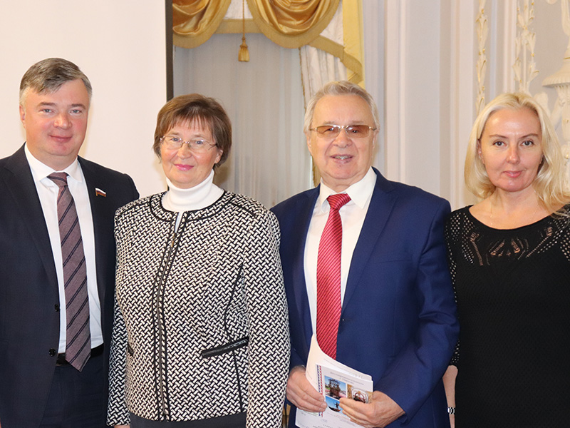 Представители Ресурсного центра развития декоративно-прикладного искусства и НХМ Нижегородской области приняли участие в заседании круглого стола на тему