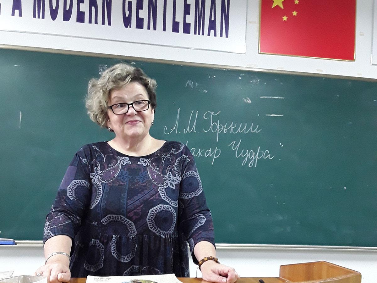 Преподаватель русского языка и литературы вот уже месяц ведет занятия в АГПУ (Китай)