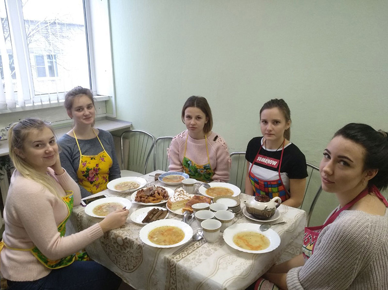 В рамках реализации проекта «Территория возможностей» на факультете управления и социально-технических сервисов завершились курсы обучающихся  по программе «Кулинарная школа»