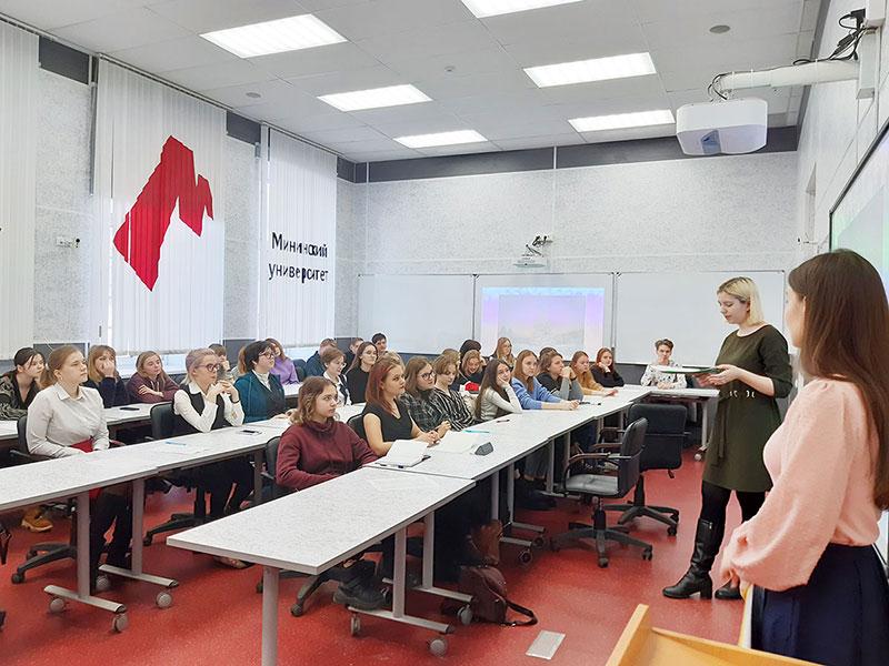Мининский университет организовал для школьников мастер-класс, посвященный традициям проведения зимних праздников
