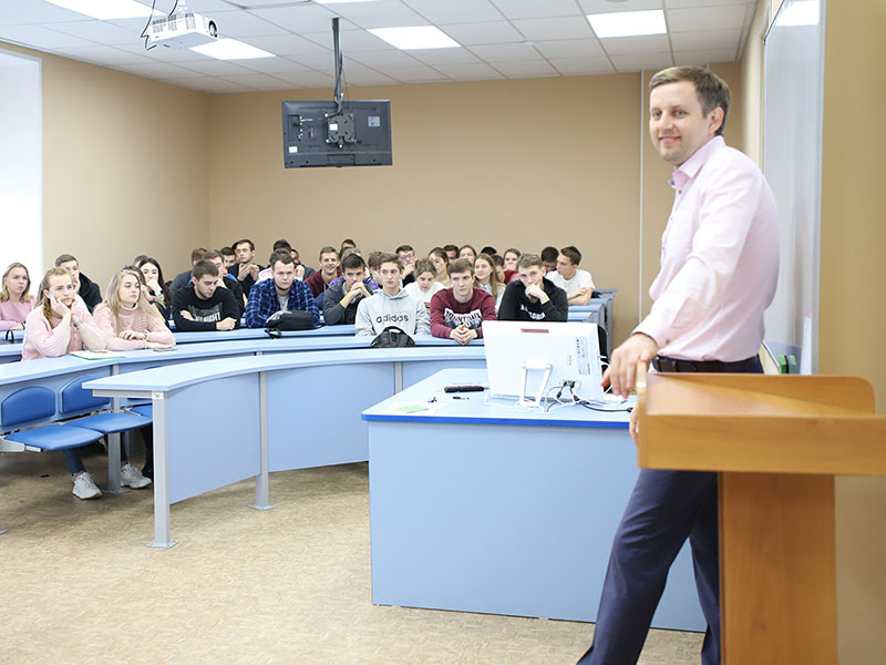 В Мининском университете обсудили актуальные вопросы устройства современной системы массового спорта и спорта высоких достижений в России, Америке и Европе