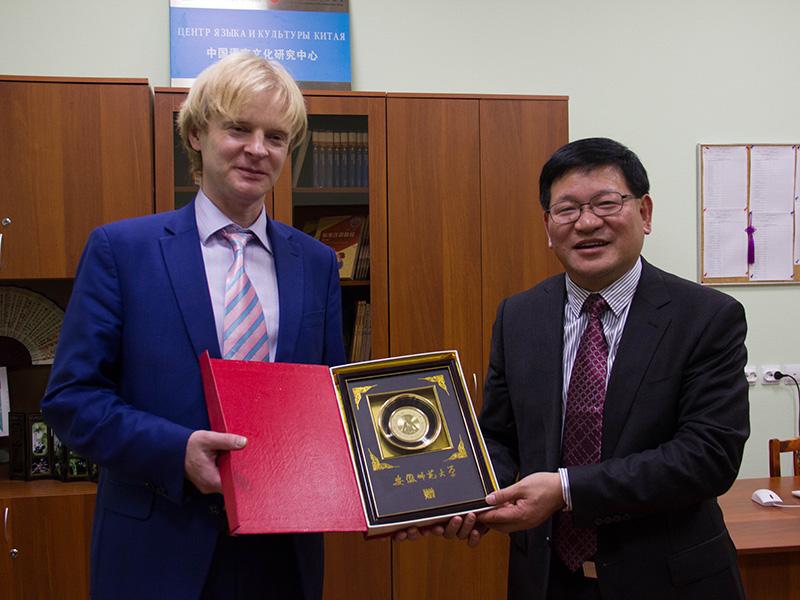 Ректоры Мининского и Аньхойского педагогического (КНР) университетов открыли отделение китайского языка