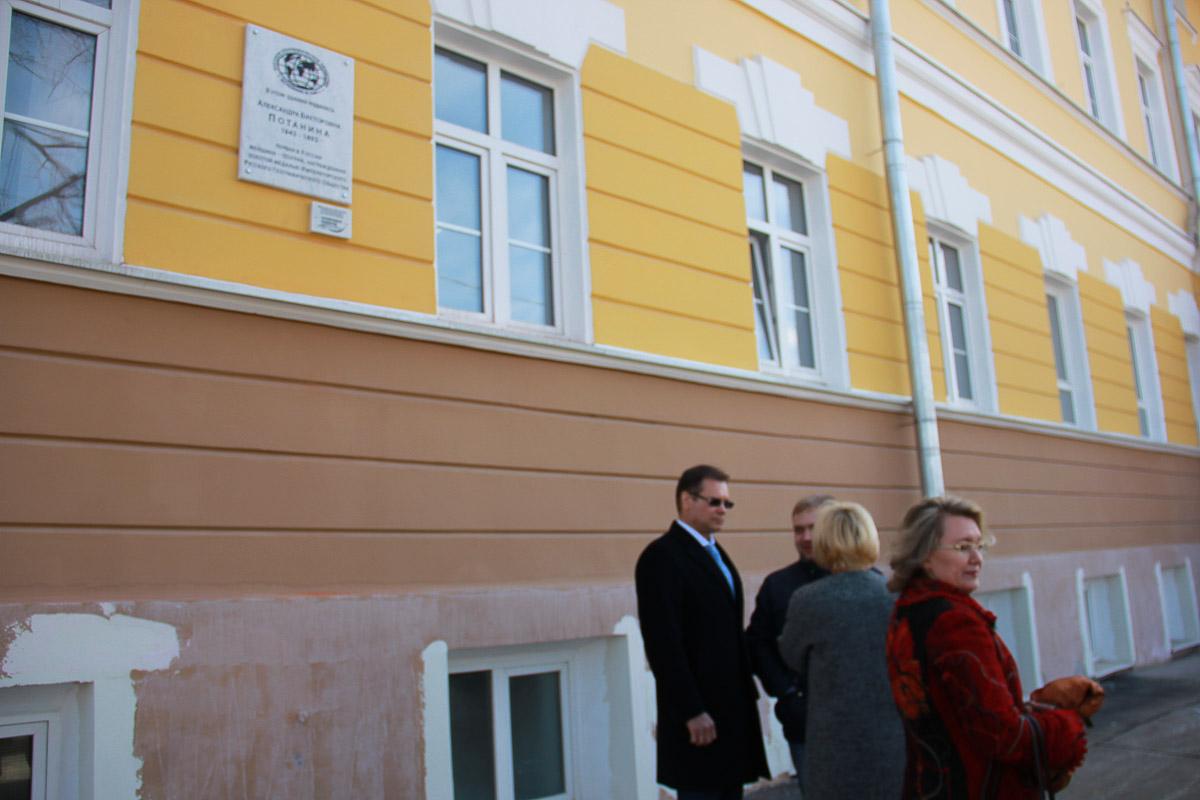 На втором корпусе Мининского университета открыли памятную доску А.В. Потаниной