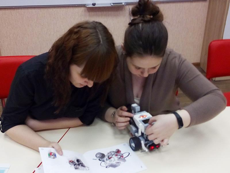 Стартовали курсы по робототехнике