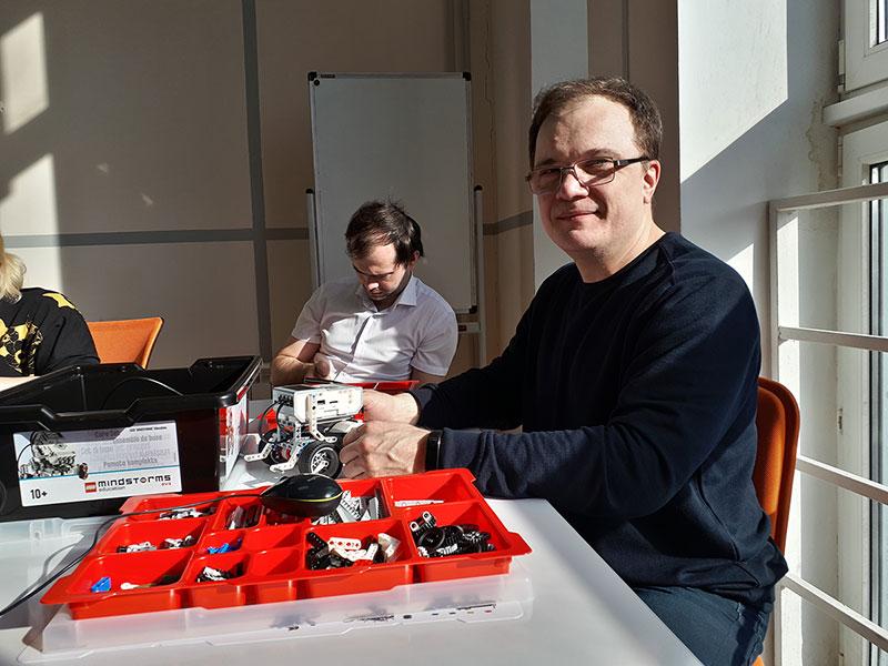 Преподаватели и студенты Мининского университета познакомились с современными образовательными технологиями и протестировали новейшие робототехнические решения
