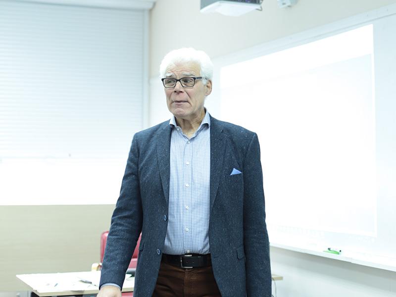 В рамках научно-образовательного лектория студенты Мининского университета узнали о современных цифровых инструментах в языковом образовании