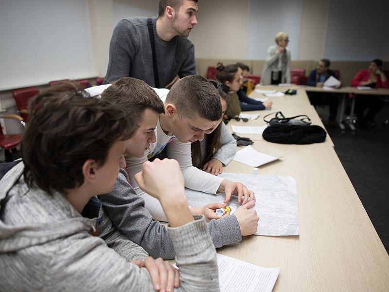 Школьники из Сербии посетили Мининский университет