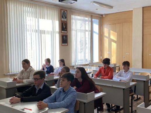 Преподаватели кафедры русской и зарубежной филологии провели занятия для учеников Лицея города Бор в рамках «Декады науки – Interra 2021»