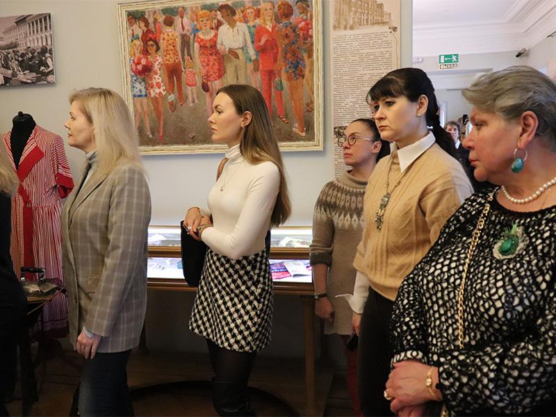 Представители Ресурсного центра развития НХП и ДПИ Нижегородской области и студенты ФДИИМТ приняли участие в открытии выставки «Текстиль и стиль» и модных показах одежды от современных дизайнеров