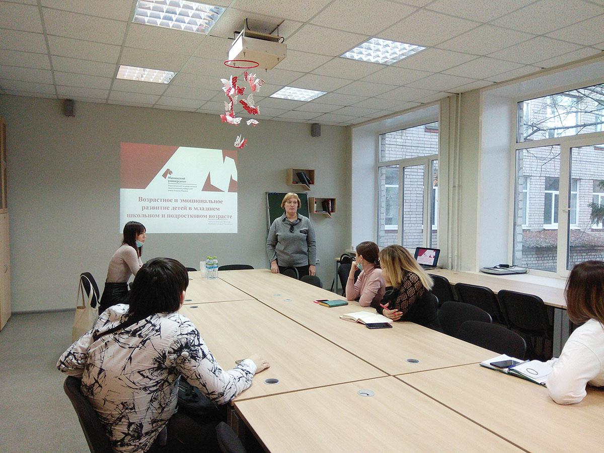 Преподаватель кафедры психологии и педагогики дошкольного и начального образования провела районный семинар для молодых специалистов - учителей школ