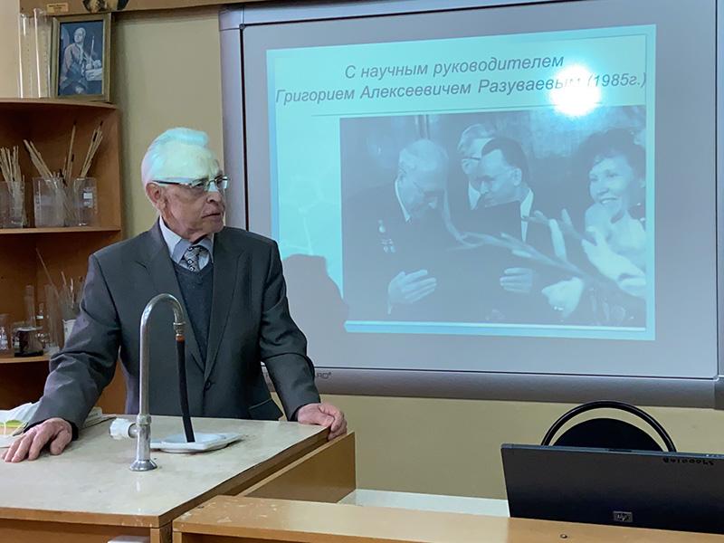 На факультете естественных, математических и компьютерных наук прошла встреча с доктором химических наук, профессором, заслуженным деятелем науки Российской Федерации Сергеем Жильцовым
