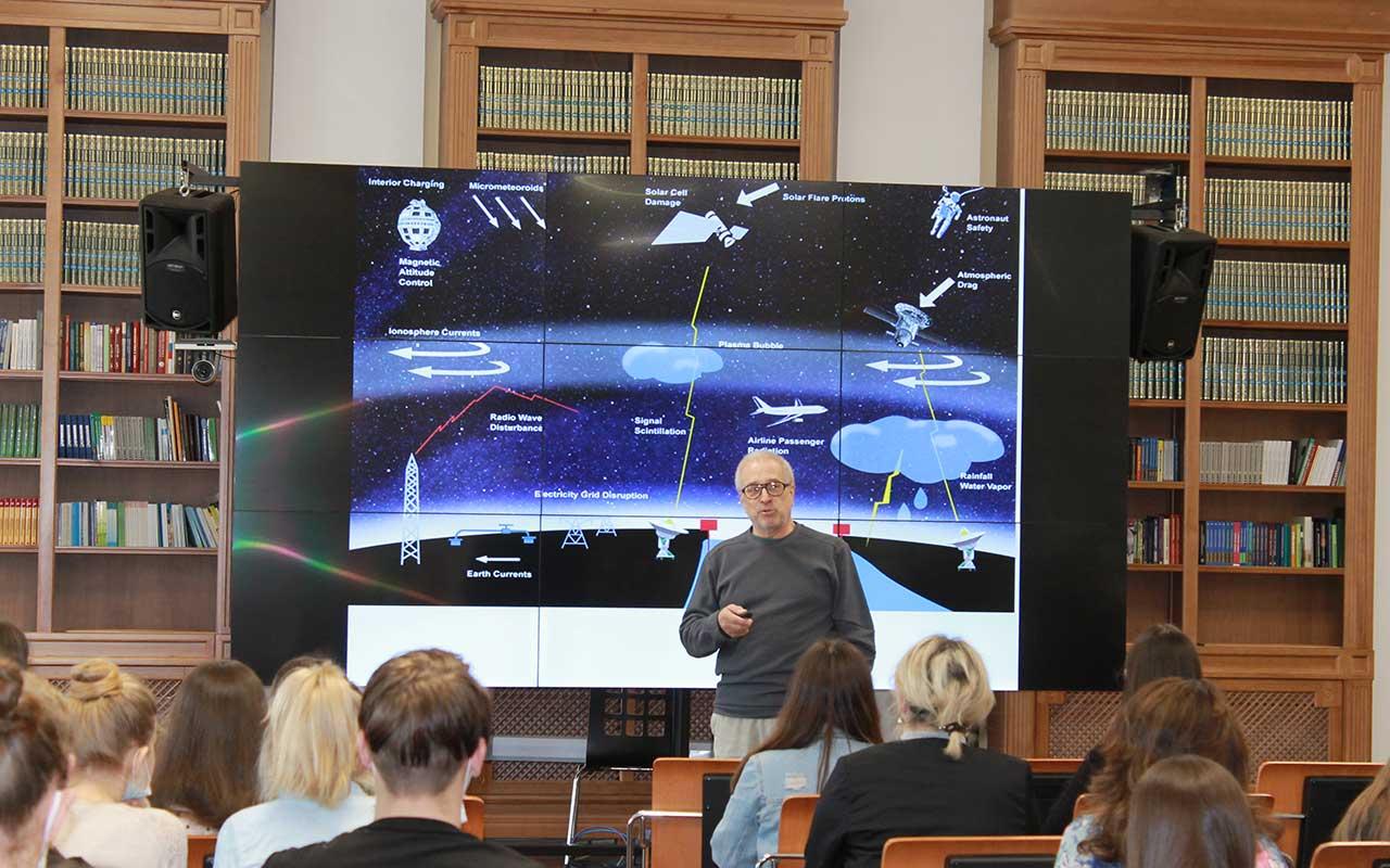 В Мининском университете в рамках научной коференции  «Первые шаги в науке: математика, информатика и ествествознание» состоялись открытые лекции по астрофизике